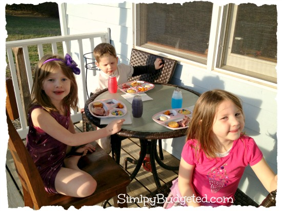 Kids dinner on the porch!