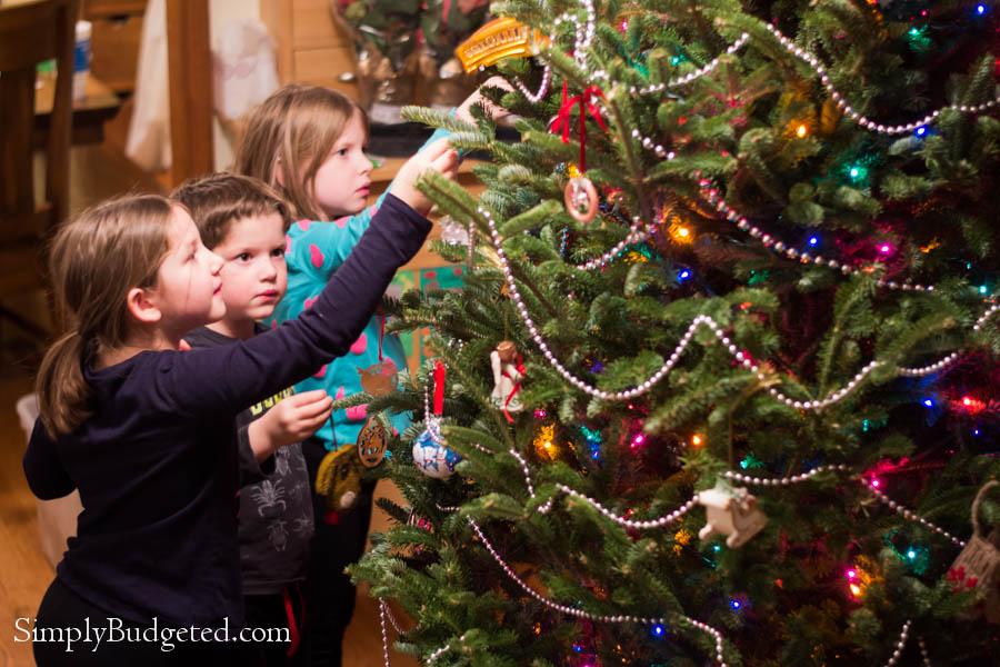 OshKosh #GIVEHAPPY- Busy Christmas Helper