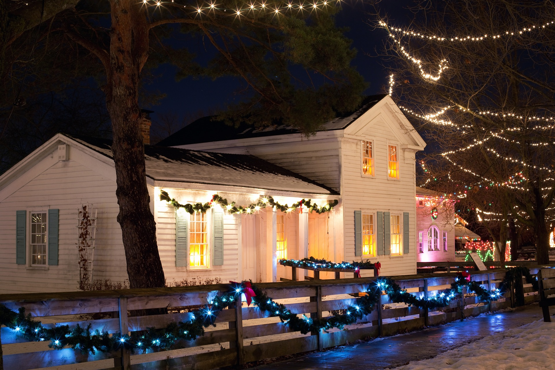 How To Decorate Your Front Yard For Christmas